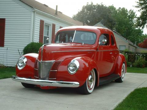 1940 Ford DeLuxe Opera Coupe in Red