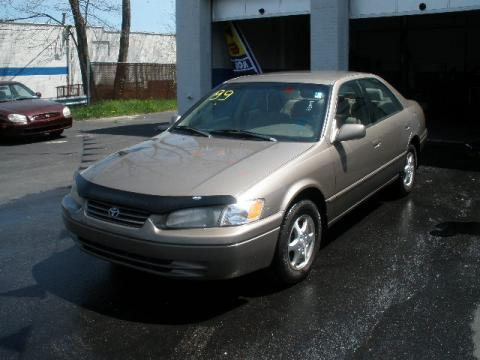1999 Toyota Camry LE in Cashmere Beige Metallic