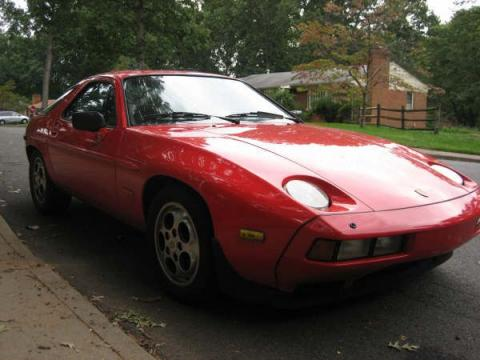 1985 Porsche 928 S in Guards Red