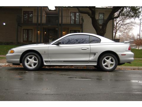 1998 Ford Mustang V6 Coupe in Silver Metallic