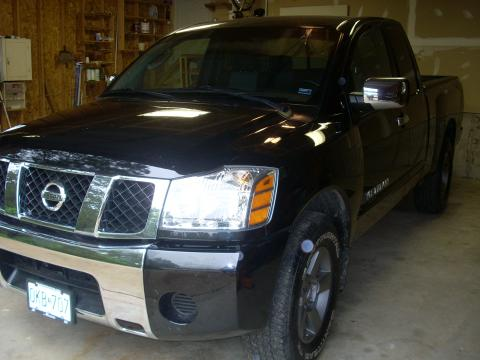 2005 Nissan Titan SE King Cab 4x4 in Galaxy Black