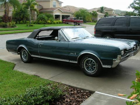 1967 Oldsmobile Cutlass Supreme Convertible in Green