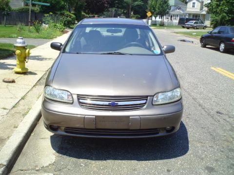 2000 Chevrolet Malibu Sedan in Medium Bronzemist Metallic