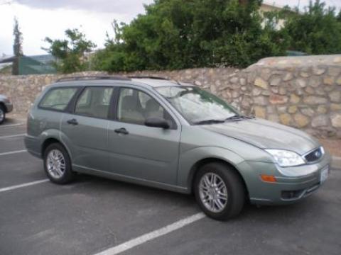 2005 Ford Focus ZXW SE Wagon in Light Tundra Metallic