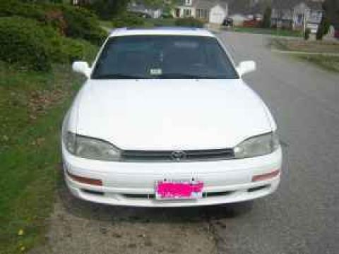 1992 Toyota Camry XLE Sedan in Super White