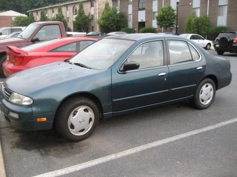 1995 Nissan Altima XE in Green