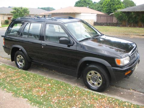 1996 Nissan Pathfinder SUV in Super Black
