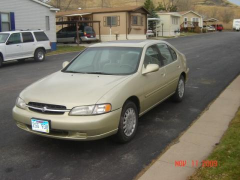 1998 Nissan Altima GXE in Cultured Sandstone Pearl Metallic
