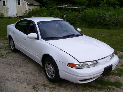 1999 Oldsmobile Alero Sedan in Arctic White