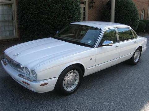 1999 Jaguar XJ Vanden Plas in Spindrift White