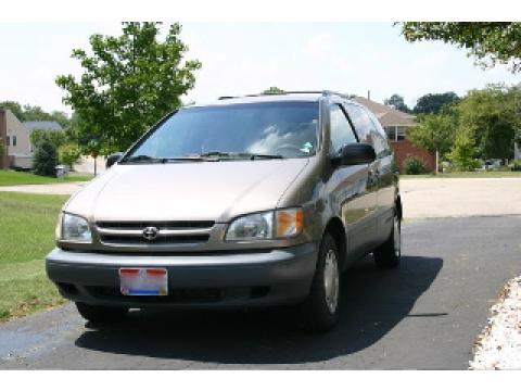 1999 Toyota Sienna LE in Sable Pearl