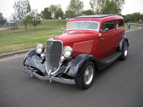1933 Ford Tudor Sedan Chopped in Red & Black