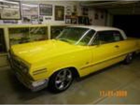 1963 Chevrolet Impala 2 Door Hardtop in Yellow/White