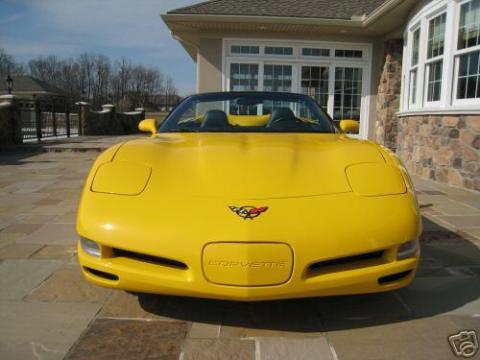 2000 Chevrolet Corvette Convertible in Millennium Yellow