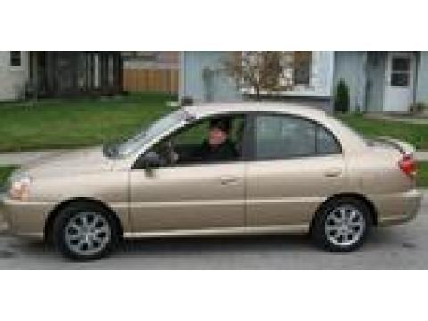 2005 Kia Rio Sedan in Light Gold Metallic