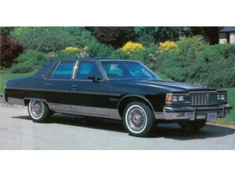 1977 Pontiac Bonneville Brougham in Black