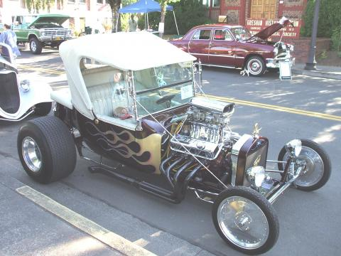 1923 Ford T Bucket  in Plum with White Flames