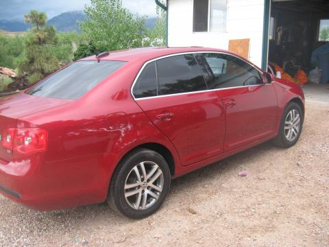 2006 Volkswagen Jetta 2.5 Sedan in Spice Red Metallic