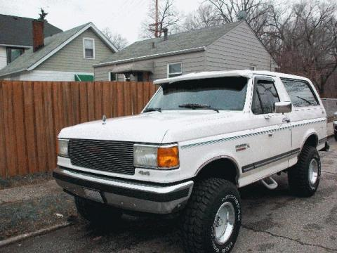 1989 Ford Bronco 4x4 in White
