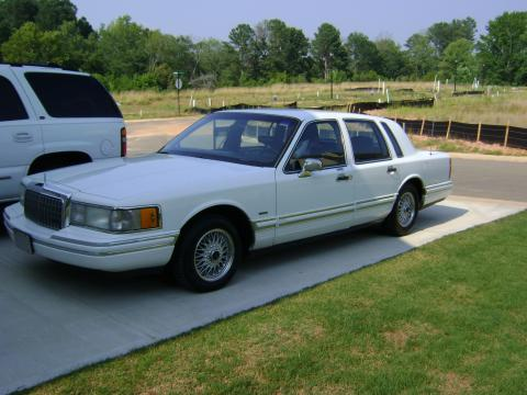 1993 Lincoln Towncar Executive in White