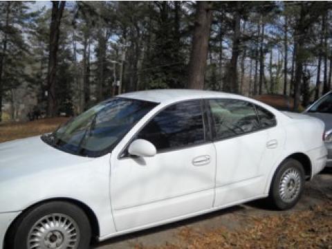 1999 Oldsmobile Alero GL Sedan in Arctic White