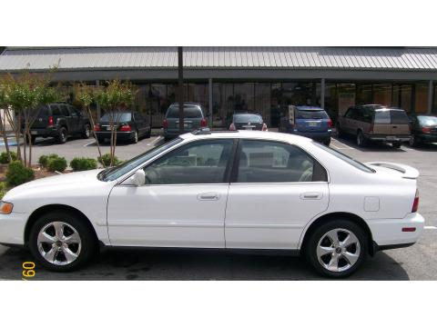 1997 Honda Accord EX Sedan in Frost White