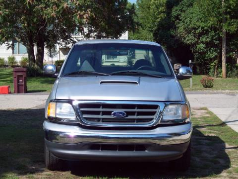 2000 Ford F150 Stepside Regular Cab in Silver Metallic
