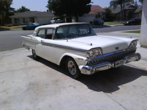 1959 Ford Fairlane Galaxie 500 in Colonial White