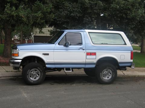 1996 Ford Bronco XLT 4x4 in Blue/White
