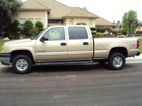 2005 Chevrolet Silverado 2500HD LT Crew Cab 4x4 in Sandstone Metallic