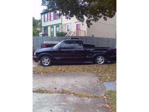 2001 Chevrolet S10 Extended Cab Xtreme in Black with Silver Stripes