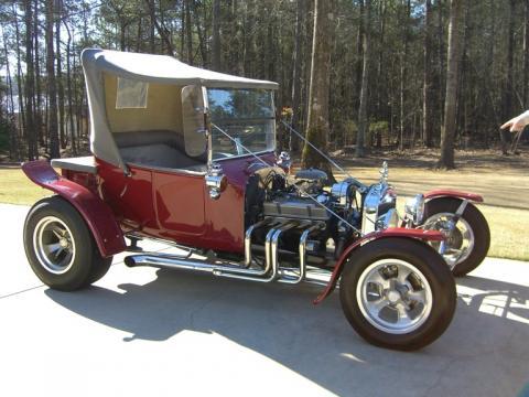 1923 Ford T Bucket Roadster in Maroon