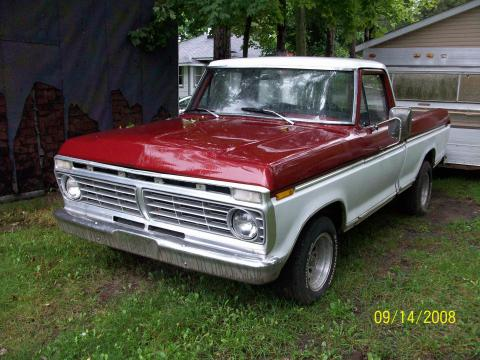 1973 Ford F100 Ranger Shortbox in Red/White
