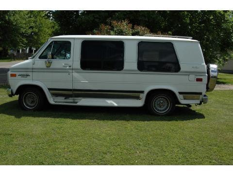 1992 Chevrolet Chevy Van G20 Sportvan in White
