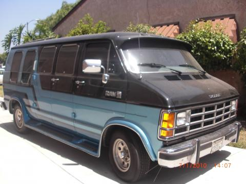 1987 Dodge Ram Van B250 Conversion in Blue/Black