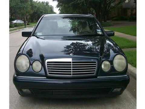 1997 Mercedes-Benz E 420 Sedan in Midnight Blue
