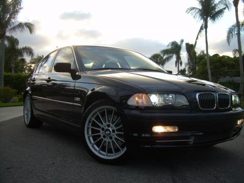 2001 BMW 3 Series 330i Sedan in Midnight Black