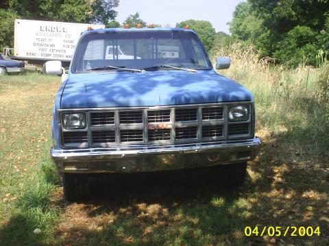 1982 GMC C/K Sierra 1 Ton Flatbed in Blue