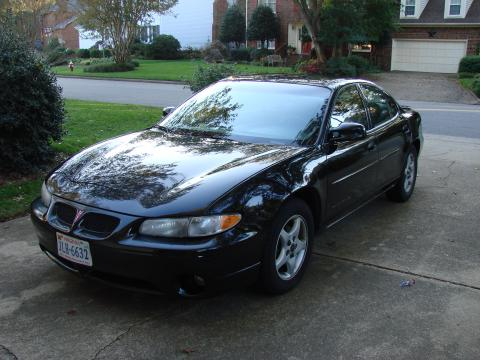 2001 Pontiac Grand Prix SE Sedan in Black