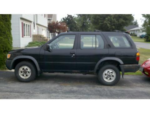 1996 Nissan Pathfinder SE 4x4 in Super Black
