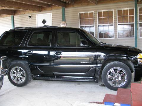 2006 GMC Yukon Denali AWD in Onyx Black