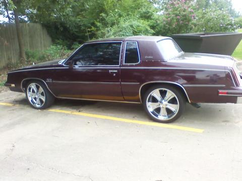1986 Oldsmobile Cutlass Supreme Coupe in Dark Red Metallic