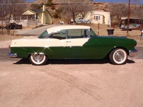 1955 Pontiac Chieftan Hard Top in Green/Vanilla