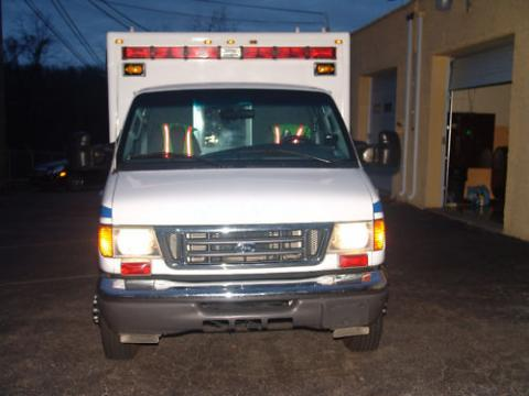 2005 Ford E Series Cutaway E350 Type III Ambulance in Oxford White