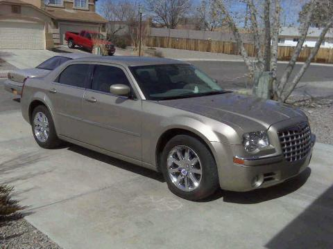 2008 Chrysler 300 Limited in Light Sandstone Metallic
