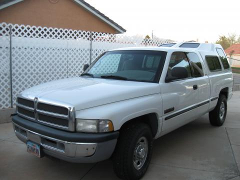 1999 Dodge Ram 2500 SLT Extended Cab in Bright White
