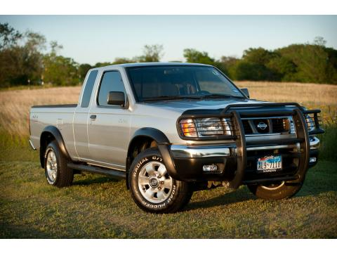 2000 Nissan Frontier XE Desert Runner Extended Cab in Silver Ice