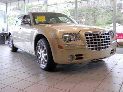 2010 Chrysler 300 C HEMI AWD in White Gold Pearlcoat