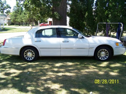 2000 Lincoln Town Car Signature in White Pearlescent Tri-Coat