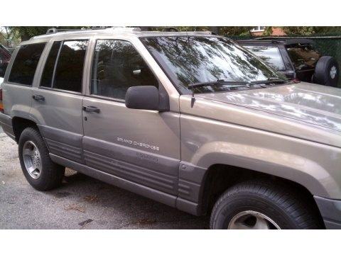 1996 Jeep Grand Cherokee Laredo 4x4 in Light Driftwood Satin Glow